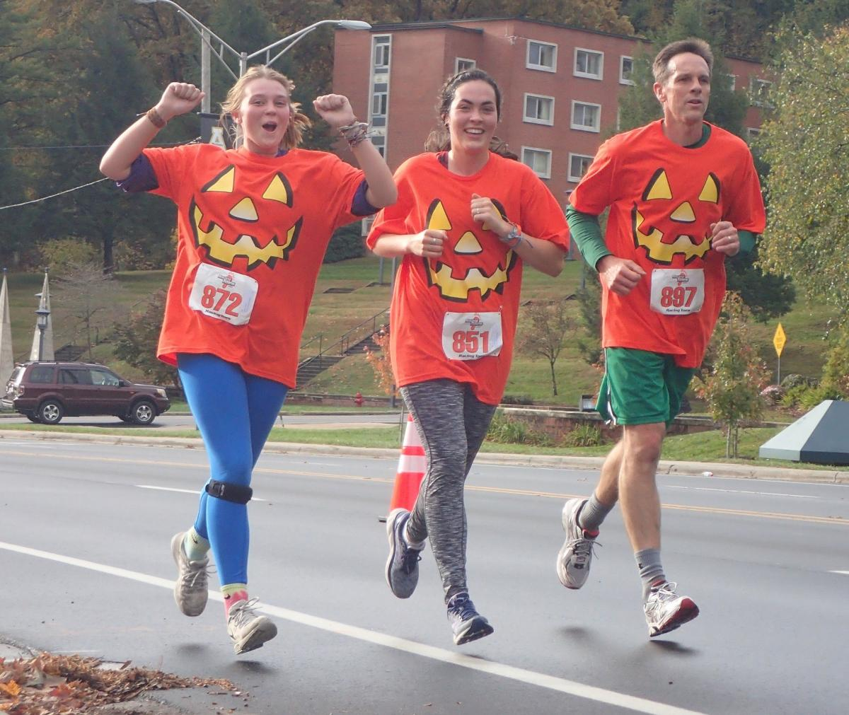 Runners at Spooky Duke race